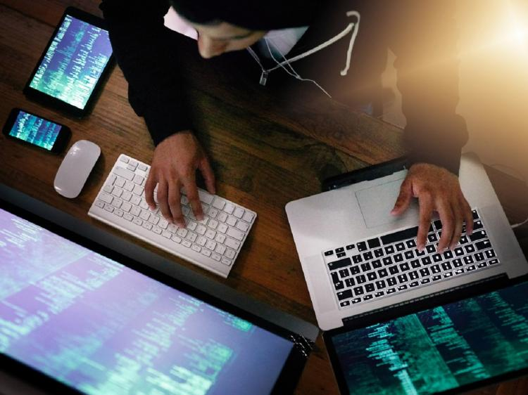 4. Lindungi Bisnis Dari Serangan Siber