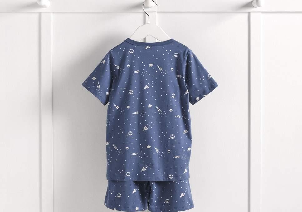 4.cari Desain Pakaian Yang Simpel Tanpa Banyak Aksesoris Tambahan